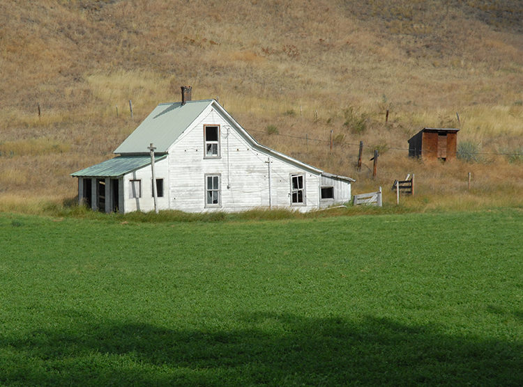 Abandoned farm at Karamin, Washington